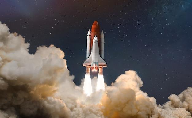 Nasa에서 제공한 이 이미지의 우주 요소에 구름을 타고 우주 왕복선을 발사합니다.