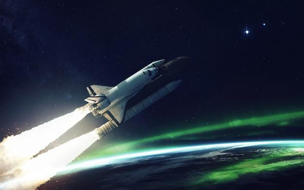 Космический корабль на орбите планеты земля