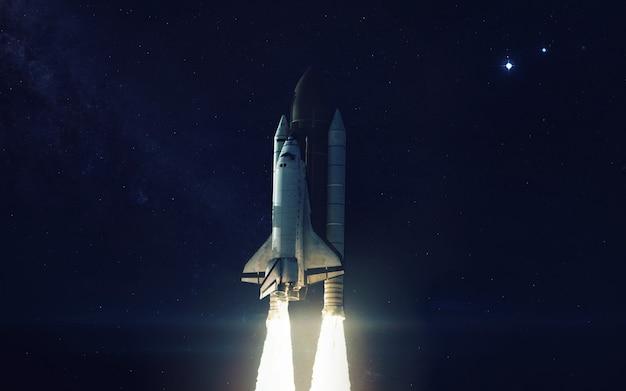 地球惑星を周回するスペースシャトル