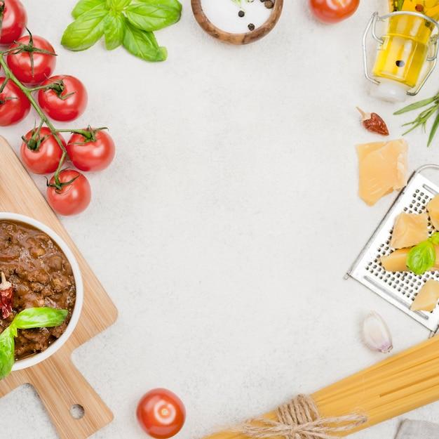 Spaghetiiボロネーゼの食材とコピースペース