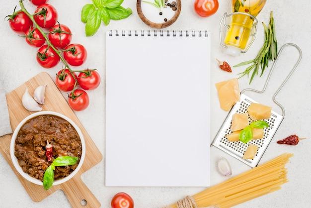 Spaghetiiボロネーゼの食材とノート