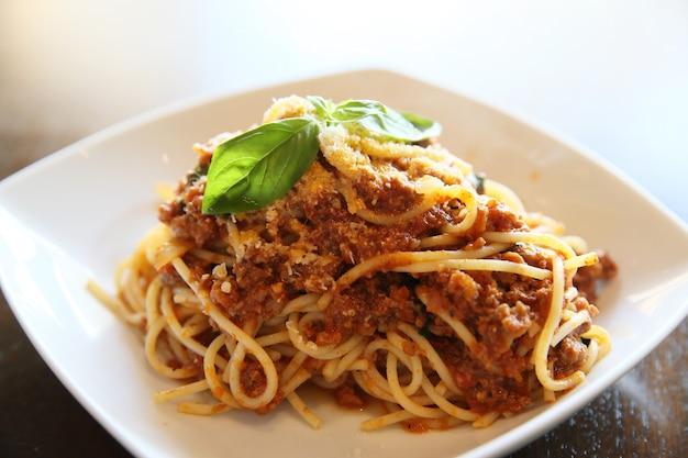 クローズアップでスパゲッティボロネーゼ