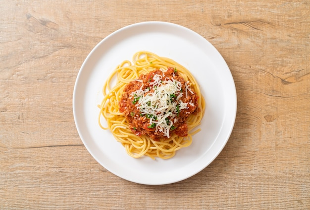 스파게티 볼로냐 돼지 고기 또는 다진 돼지 고기 토마토 소스 스파게티-이탈리아 음식 스타일