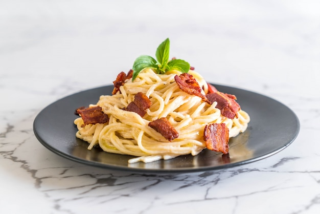 Spaghetti cream cheese with bacon