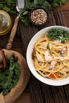 Spaghetti cream sauce with mussels on wood