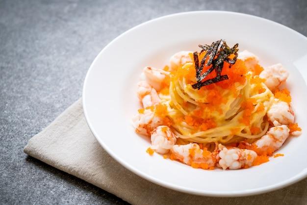 Сливочные спагетти с креветками и креветочными яйцами