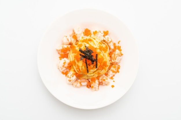 Spaghetti creamy with shrimps and shrimp eggs