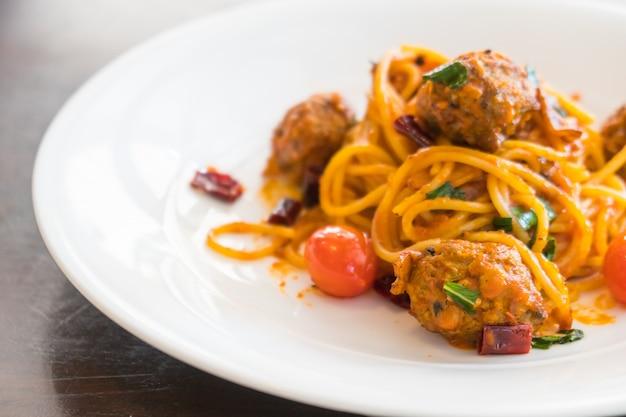 Фрикадельки из спагетти