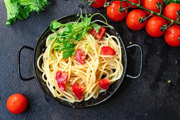 Спагетти паста помидор теплый салат лапша овощи