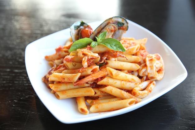 Спагетти пенне с морепродуктами