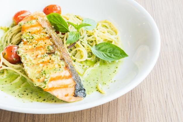 Spaghetti pesto salmon