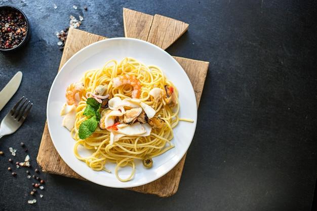 Спагетти, паста с морепродуктами, креветки, мидии, кальмары и другие вторые блюда