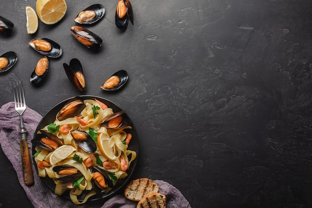 Spaghetti vongole, italian seafood pasta with clams and mussels