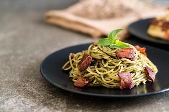 Spaghetti with basil pesto and bacon