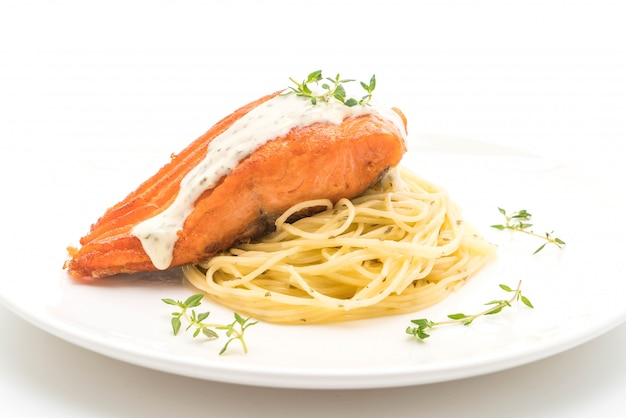 Spaghetti with fried salmon