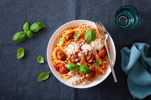 Спагетти с фрикадельками и томатным соусом, итальянская паста