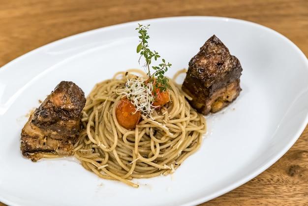 Спагетти с свиным животом