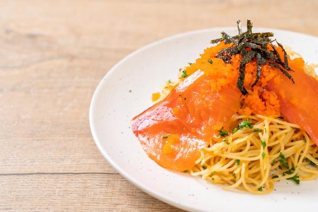 Spaghetti with smoked salmon and shrimp egg
