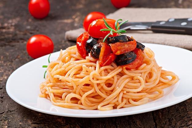토마토와 올리브 스파게티