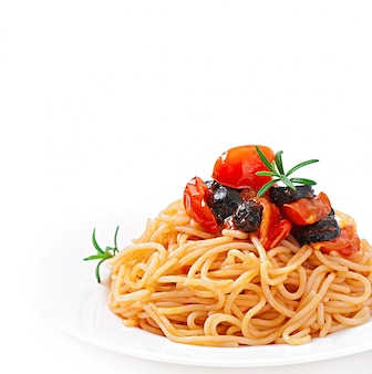 Spaghetti with tomato and olives