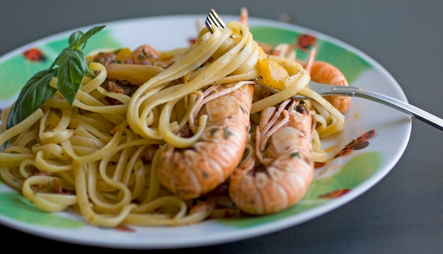 Spaghetti with tomato and shrimp