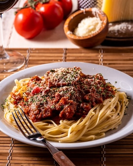 Spaghetti with tomatos and cheese