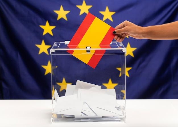 Бюллетень для голосования флаг испании на фоне европейского союза