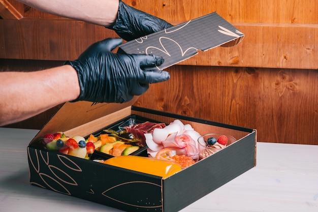 Испанский набор для завтрака с доставкой лосось, иберийская ветчина, сырный апельсиновый сок в картонной коробке безопасная доставка