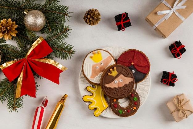 Biscotti dell'epifania spagnola e aghi di pino