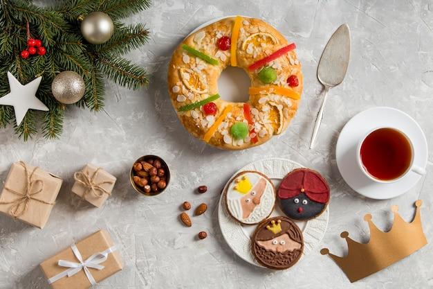 Torta spagnola dell'epifania roscon de reyes e regali