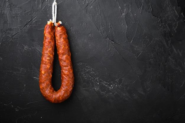 Испанские сосиски чоризо из свинины с пространством для текста