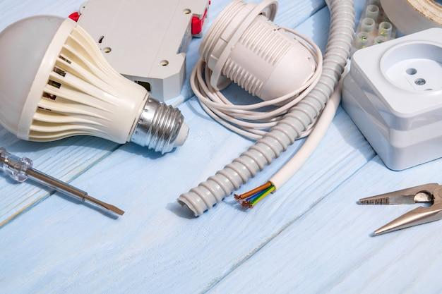전기 수리 용 예비 부품 및 케이블