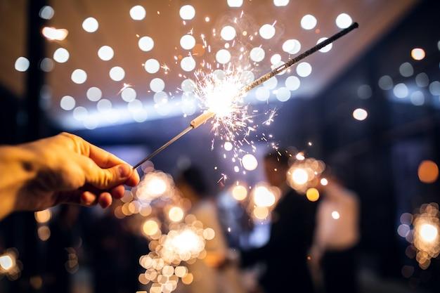 線香花火は手で燃えます。