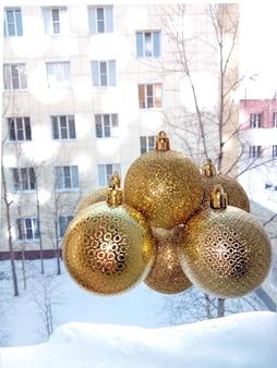 Sparkling golden festive christmas balls