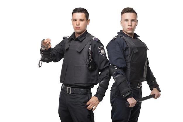 バトンと手錠を備えた特殊部隊