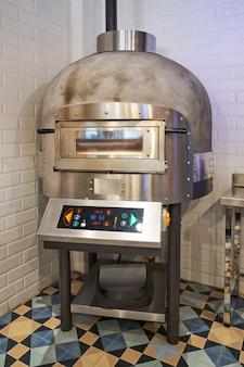 ピザの準備のための特別な工業用オーブン