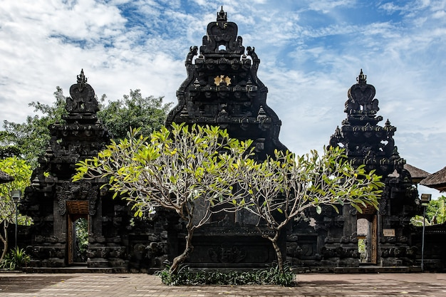 Особое место для поклонения, религия индуизм. храмы бали, индонезия
