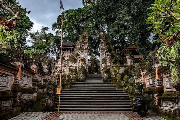 崇拝、ヒンドゥー教の宗教のための特別な場所。インドネシア、バリ島の寺院。