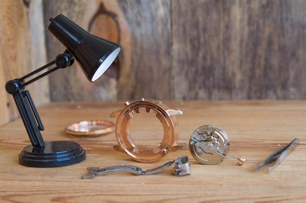 時計修理のための特別な道具。