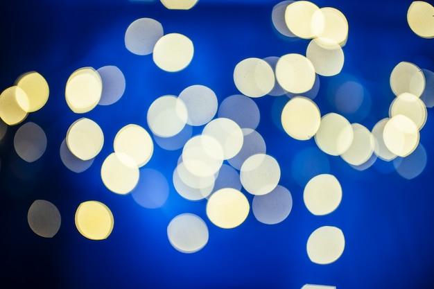 青い光の光の斑点