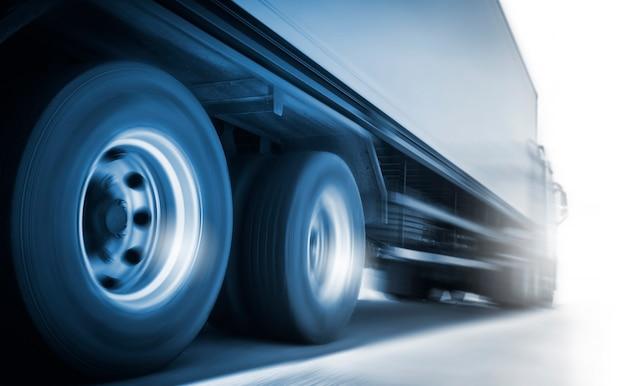 Скорость движения полугрузовика по дороге грузовые перевозки грузовым транспортом и логистикой