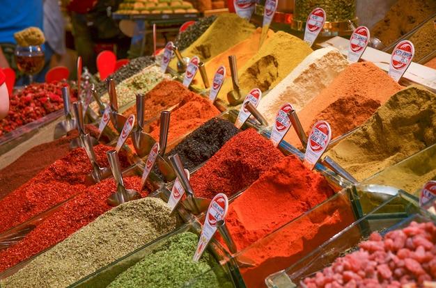 Рынок специй в инстамбуле, турция.