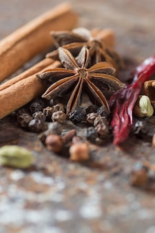 Специи и зелень. продукты питания и ингредиенты для кухни.