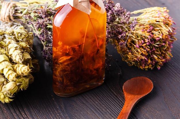 装飾ガラス瓶、キッチン装飾のスパイスとハーブの成分