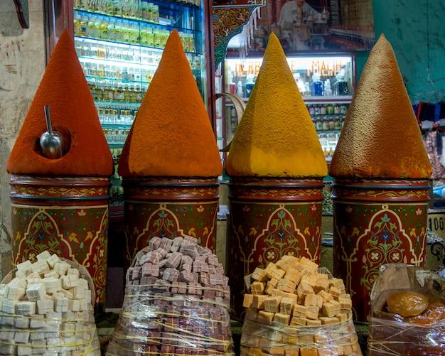 Специи на рынке, медина, марракеш, марокко