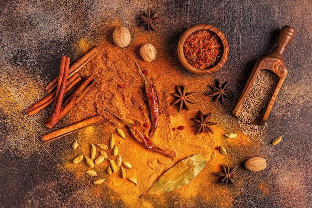 요리를위한 향신료 재료. 향신료 개념. 평면도.