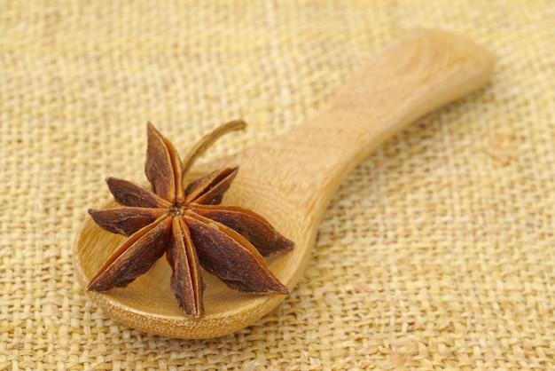 木製スプーンのスパイス
