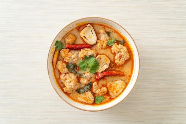 Острый суп из отварной свинины с грибами - том ям - азиатская кухня