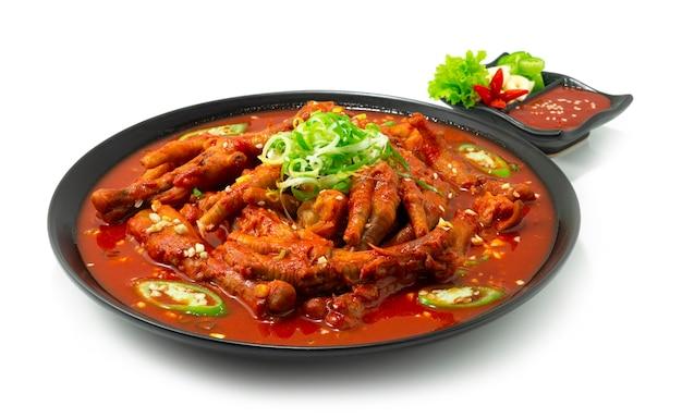 매콤한 닭발 스튜 닭발 한식 칠리, 마늘, 고추장 소스 사이드 뷰