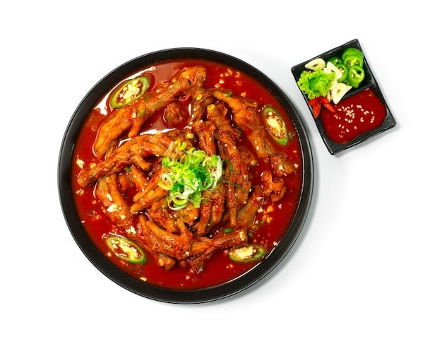 매콤한 닭발 찌개 닭발 한식 칠리, 마늘, 고추장 소스 topview